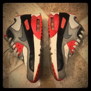 NIKE AIRMAX YOUTH SNEAKERS - Coral, Black & white